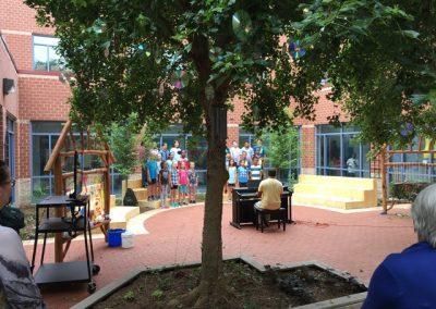 A chorus concert in the garden